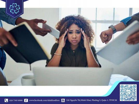 Chảy máu chân răng liên tục là triệu chứng của Stress