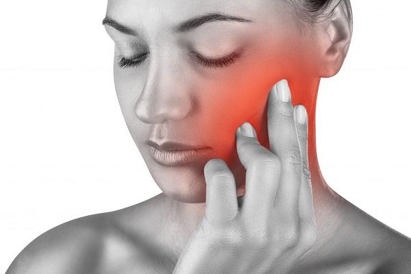 Sau khi nhổ răng khôn bị đau và sưng