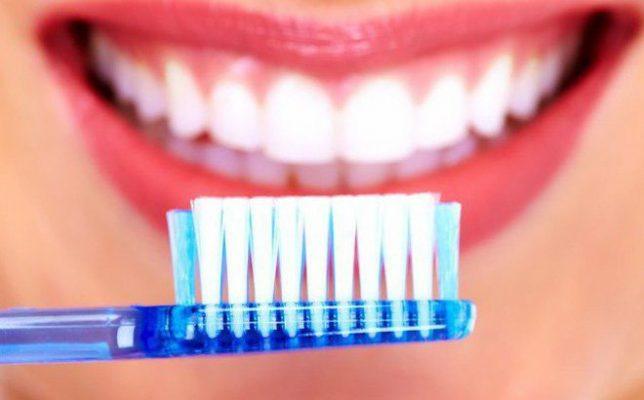 Vệ sinh sau khi nhổ răng khôn đúng cách