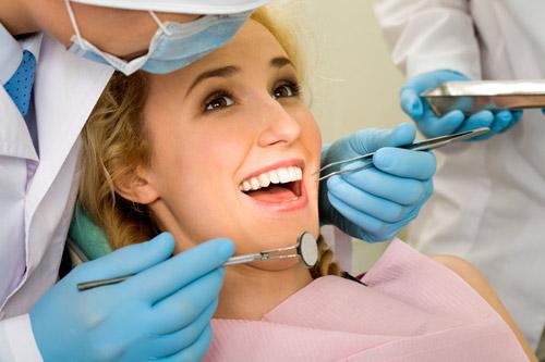 Nên kiếm tra định kỳ sau khi bọc răng sứ (ảnh minh họa)