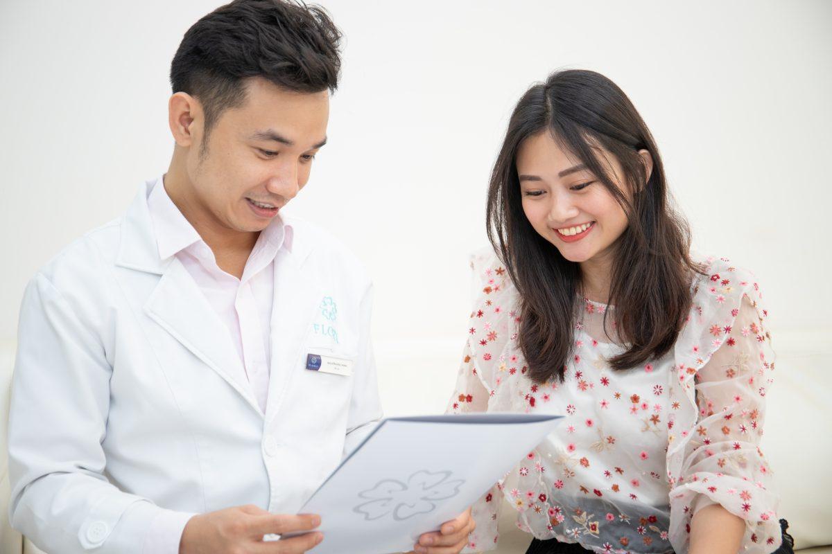 Bác sĩ Minh tư vấn sau khi bọc răng sứ (ảnh minh họa)