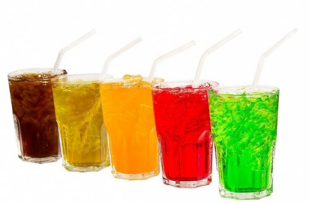 Sau khi nhổ răng khôn không nên uống nước ngọt có gas (ảnh minh họa)
