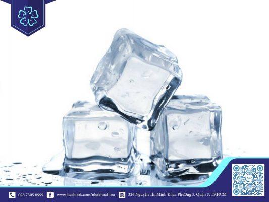 Đá lạnh có tác dụng làm giảm cơn đau răng (ảnh minh họa)