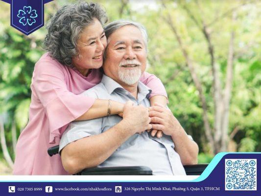 Người trung niên dễ bị lão hóa răng và mất răng do đó cần phải cấy ghép Implant (ảnh minh họa)
