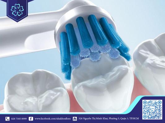 Vệ sinh răng sứ đung cách giúp tăng tuổi thọ răng (ảnh minh họa)