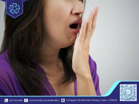 Ảnh hưởng bọc răng sứ kém chất lượng gây ra tình trạng hôi miệng (ảnh minh họa)