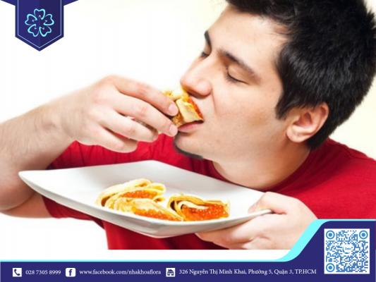 Ăn nhai mạnh sau khi cấy răng Implant là nguyên nhân gây viêm Implant (ảnh minh họa)
