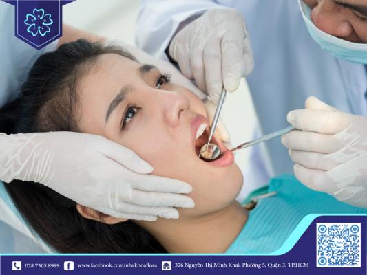 Thăm khám nha khoa để xử lý kịp thời tình trạng viêm sau khi cấy răng Implant (ảnh minh họa)