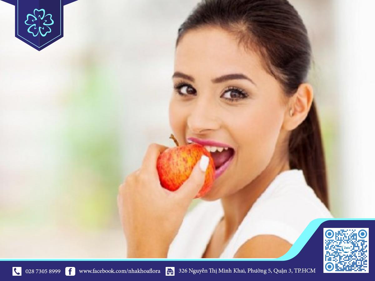 Ăn uống sau bọc răng sứ đúng cách sẽ giúp tăng tuổi thọ răng (ảnh minh họa)