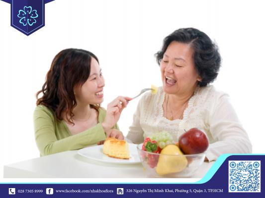 Răng Implant tương thích giúp người trồng răng ăn uống thoải mái như răng thật